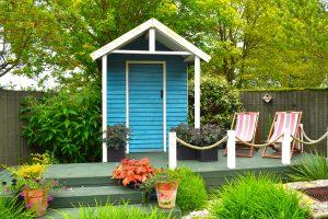 modern tuinhuis met overkapping